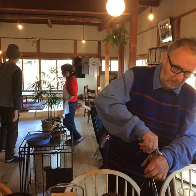 どひまなランチ後、イエルカ会の開始です!イエルカさんマジ世界のお父さん。悦子さんがみるみるラザニア生地やピザ作ってて、拓次もヨダレ垂らしてきたところでタイムアウト。こんな美味そうなもの目の前に帰宅。今頃ナチュラルワインで乾杯してんのかな。ふぃ〜! #赤石商店