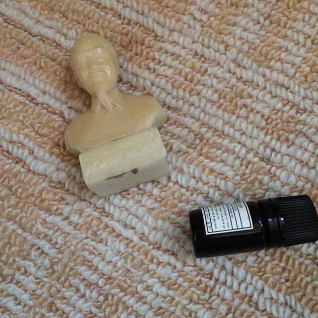 朝から大理石のホーチミンで叩かれ起きました。これは鈍器です。