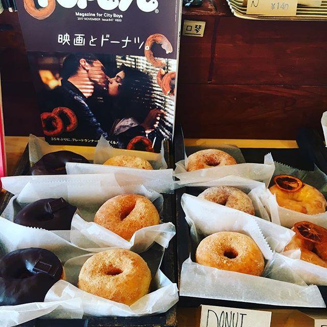 本日唐木屋さんのお菓子あります!ドーナツ、マフィン、スコーン、、種類もあるのでお早めにどうぞ!