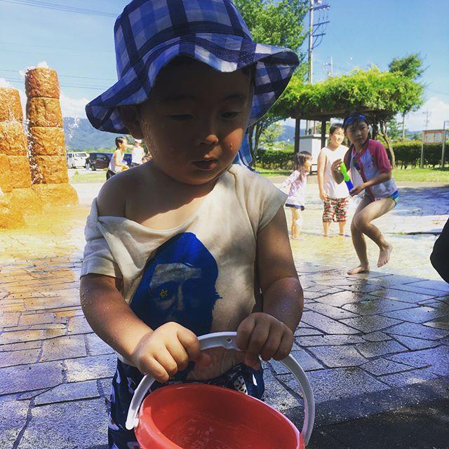 午後は唇が青くなるまで水遊び。2歳児、乳飲み子連れ、妊婦、ばーば世代にはもってこいの安近短なオアシス。
