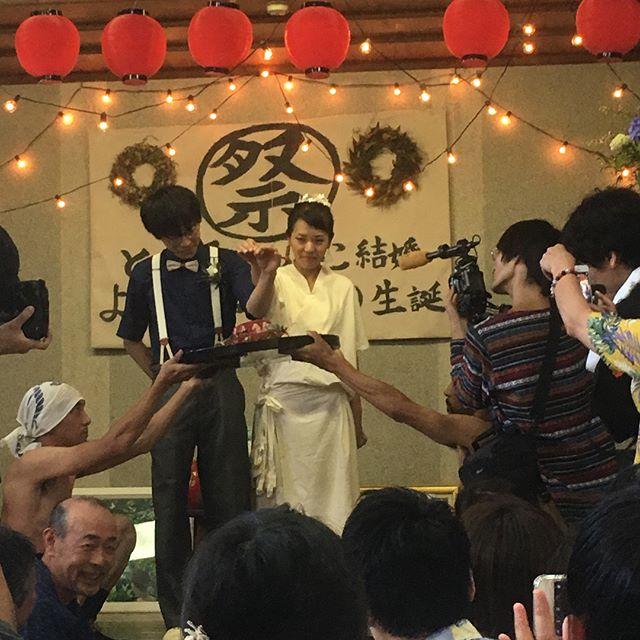 各所で猛暑日でしたが、ココが間違いなく日本一アツイ場所︎ スーパーめでたい亀割家結婚パーリー!暑すぎてエアコン効いた部屋にヨモギちゃんとゴロゴロ。ありがとうおめでとう亀割家永遠に万歳!