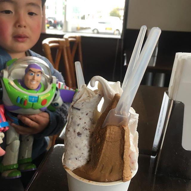 松本へ買い出し。ついでに、プチマルシェ大竹さん曰く日本一美味いジェラート屋。たしかにうますぎておかわりした。そして谷中ボッサの人が松本へ移住してやってる店へ。何ボッサだっけな。子連れ楽チンすぎるランチでラッキー🤞にしても、写真の撮り方勉強したほうがいいな。