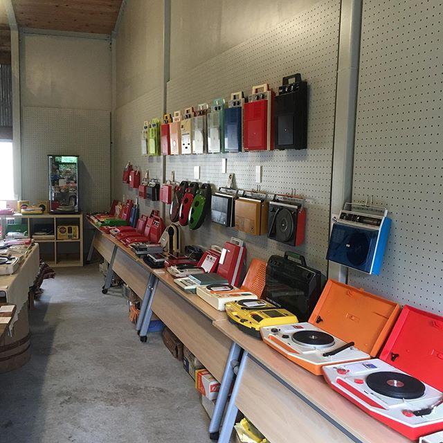 そして今更ですが、商店の倉庫はレコードプレーヤー100台展示やってるよ!! 宣伝だよ!