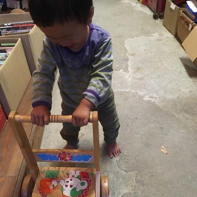 ローリング市場の物量が増え続けています。このままだと最終日、初日の倍になりそうです。子供のおもちゃなども激安であるので見に来てください!! 誰か大きいもの買ってってください。